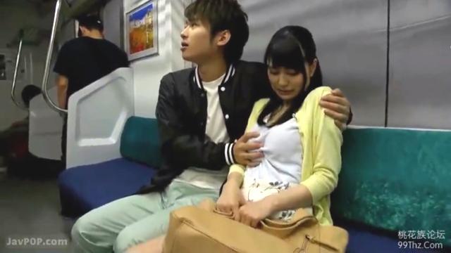 電車でこっそりエッチなことをする北野翔太と藤波さとり
