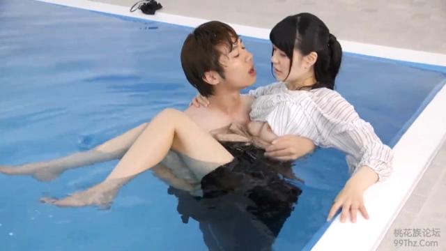プールサイドでSEXする北野翔太と藤波さとり